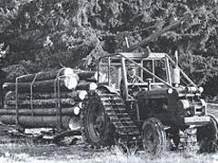 ▲1953年 伐採木輸送のための特殊キャタピラを開発