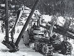 ▲1968年 森林伐採のための重機を開発